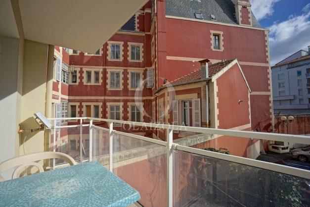location-vacances-biarritz-appartement-proche-grande-plage-hotel-du-palais-centre-ville-parking-terrasse-balcon-plage-a-pied-2021-023