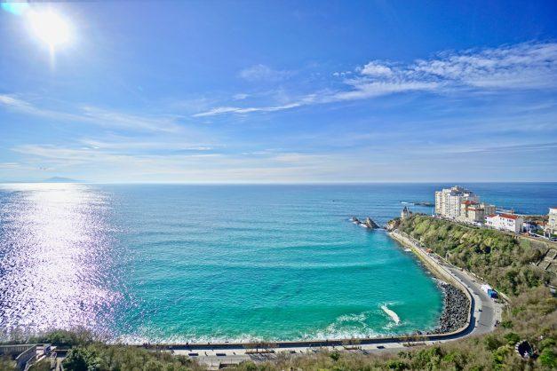 Appartement-Biarritz-T3-location-vacance-incroyable-vue-mer-cote-des-basques-centre-ville-tout-a-pied-climatisation-2021-001
