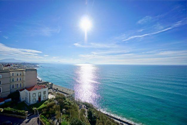 Appartement-Biarritz-T3-location-vacance-incroyable-vue-mer-cote-des-basques-centre-ville-tout-a-pied-climatisation-2021-004