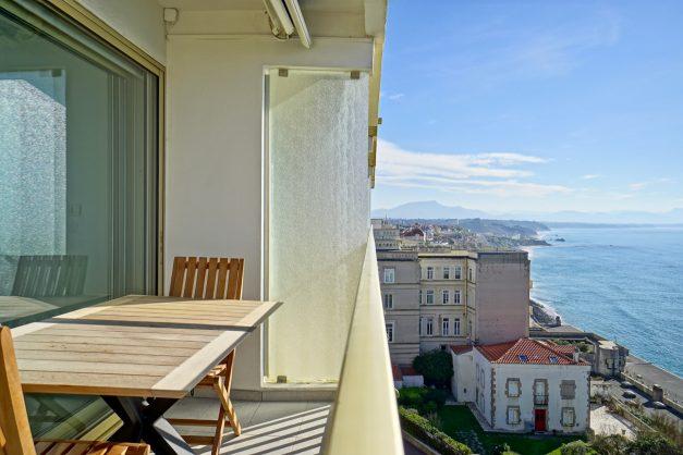 Appartement-Biarritz-T3-location-vacance-incroyable-vue-mer-cote-des-basques-centre-ville-tout-a-pied-climatisation-2021-007
