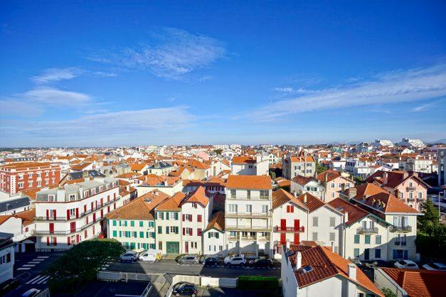 Appartement-Biarritz-T3-location-vacance-incroyable-vue-mer-cote-des-basques-centre-ville-tout-a-pied-climatisation-2021-026